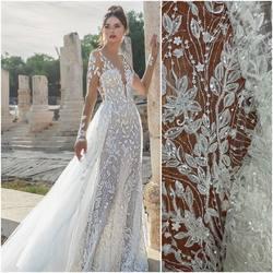 🌿☘️Haft na tiulu z elementami 3d zdobiony koralikami i cekinami kod: HT-92 dostępny na www.scarlett.pl 🛒 zobaczcie jak pięknie prezentuje się w sukni Julie Vino z kolekcji 2021 ❤️#koronki #koronkislubne #tkaninyslubne #hurtowniatkanin #lace #laceweddingdresses #bridelace #bridelacefabric #weddinginspiration #lacefabric #lacefebric #julievinobridal #scarlett#tkaniny