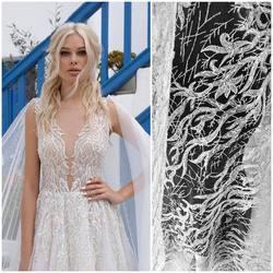 Piękna koronka VL-242 zdobiona transparentnymi cekinami i koralikami dostępna na www.scarlett.pl ⬅️ inspiracją jest suknia LANESTA z kolekcji 2021 ❤️#lace #koronkislubne #tkaninyślubne #slubneinspiracje #ślub #dodatkiślubne #weddinginspiration #weddingdress