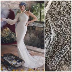 Suknia z kolekcji Rara Avis🤩 i nasza koronka🥰 kod: HT-109 już dostepna na www.scarlett.pl ❗️ zapraszamy #lace #lacefabric #weddinglace #wedding #weddinginspirasi #weddinginspiration #bride#weddingdress #koronkislubne #tkaninyslubne #warszawa #scarlett