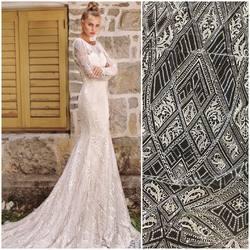 Kolejna z naszych geometrycznych propozycji🔺🟥🔹◾️kod. HT-100 zdobiony cekinami w kolorach biel i ivory😀 inspiracją jest suknia z kolekcji Armonia❤️   Ten wzór jak i wiele innych znajdziesz w naszym sklepie online : 🛒 www.scarlett.pl ◀️ #lace #lacedress #laceweddingdress #weddinginspiration #weddingdress #wedding #koronkislubne #tkaninyslubne
