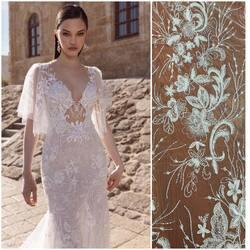 Piękna koronka zdobiona cekinami i koralikami kod : HT-106 zapraszamy po piękne wzory koronek na www.scarlett.pl 💻 lub bezpośrednio do siedziby naszej firmy w Warszawie 😉 #koronkislubne #tkaninyslubne #lacefabric #lacefebric #weddingdress #wedding #weddinginspiration #bride #bridelacefabric #ślub #scarlett