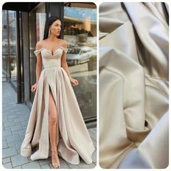 Jeśli zainspirowała cię suknia od projektanta Lia Stublla, idealną tkaniną na tego typu kreacje jest miękka satyna o półmatowym wykończeniu i szerokości 150cm (AT-20CH )#satin #satindress #nude #nudesatin #satinchampagne #dress #weddingdress #fabrics #weddingdress