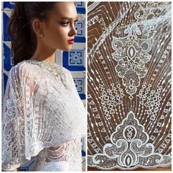 Piękny wzór koronki zdobionej cekinami👌 kod:HT-65. Zapraszamy na www.scarlett.pl🛒 inspiracja jest suknia z kolekcji Millanova😍 #scarlett #millanova #weddingdress #lace #lacedresses #lacefabric #lacefabrics #bride #weddinginspirasi #koronkislubne #tkaninyslubne #warszawa