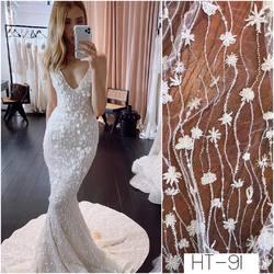 🆕 lace - kod: HT-91. Ten wzór koronki jak i wiele innych znajdziesz na www.scarlett.pl 🛒 . Zapraszamy również do siedziby naszej firmy w Warszawie, ul . Taneczna 71a . #lace #lacedress #lacefabric #laceweddingdress #bride #weddingdress #weddinginspiration #koronki #koronkislubne #tkaninyslubne #scarlett #warszawa