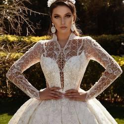 Kod: VL-245KR srebrne koraliki i cekiny wyszywane na tiulu ivory😍 po to cudo zapraszamy do nas 😀... online na www.scarlett.pl lub bezpośrednio do siedziby naszej firmy w Warszawie . Inspiracja jest suknia z kolekcji Hasretmoda 👏 #lace #lacedreses #weddingdresses #weddinginspiration #wedding#lacedreses #bride #koronkislubne #tkaninyslubne #scarlett #warszwa