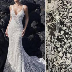 Suknia kanadyjskiego projektanta Calla Blanche podpowiada jak wykorzystać naszą koronkę VL-218. Po ten wzór oraz wiele innych propozycji zapraszamy do naszego sklepu online 🛒www.scarlett.pl oraz bezpośrednio do siedziby naszej firmy w Warszawie przy ul. Tanecznej 71A.#koronki #koronkislubne #tkaniny #tkaninyslubne #slubneinspiracje #dodatkiślubne #wedding #weddingdress #weddinginspiration #bride #bridelacefabrics