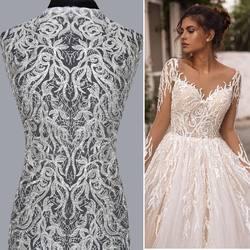 Haft na tiulu kod: VL-242 zdobiony cekinami dostepny w kolorach biel i ivory. Inspiracją jest suknia z kolekcji Berta. 🥰✂️#lace #lacedress #lacebridal #weddingdress #wedding #weddinginspiration #koronkislubne #tkaninyslubne