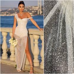 Koraliki i cekiny gęsto wyszywane na  tiulu dostępne w trzech wersjach: ▪️transparentne na całej szerokości ▪️srebrne na całej szerokości  ▪️transparentne wersja rosnąca   Wszystkie te cuda znajdziesz na www.scarlett.pl 🛒 po wpisaniu kodów :  - VL-219K - VL-219S  - VL-244  #lace #lacedress #lacecouture #lacefebric #lacefabric #slubneinspiracje #koronkislubne #bride #weddingdress #weddinginspiration #slub2020 #hurtowniatkanin #warszawa