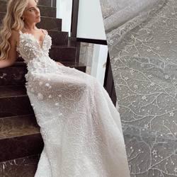 Suknia z kolekcji Pallas Couture 2020❤️ .. i nasza kolejna propozycja HT-101 👈 wpisując ten kod na stronie www.scarlett.pl odnajdziesz produkt. Zapraszamy #pallascouture #scarlett#lace #lacedress #laceweddingdresses #weddingdress #weddinginspirasi #weddinglace #bride #bridelacefabric #koronkislubne #tkaninyslubne #fabrics #fabric #scarlett #warszawa