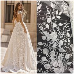 Suknia z kolekcji Berta , obok nasza koronka HT-107 dostępna na www.scarlett.pl w kategorii nowości🤗 #bertabridal #berta #weddingdress #weddinginspiration #lace #lacedress #lacefabric #bride #scarlett #koronkislubne #tkaninyslubne #warszawa