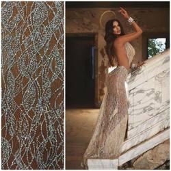 Piękna kreacja powstała przy wykorzystaniu naszej koronki VL-248 😍 Ten wzór dostepny w dwóch wersjach kolorystycznych : skin/silver & ivory . Zapraszamy na www.scarlett.pl 🛒 #lace #lacebridal #lacecollection #lacecouture #lacefabric #weddingdresses #weddinginspiration #koronkislubne #tkaninyslubne