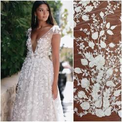Piękna suknia z kolekcji Berta Bridal ❤️ .. i nasza nowość haft na tiulu 3D . Kod : HT-107/3D  zdobiony cekinami , perełkami, koralikami oraz odstającymi kwiatami. Dostępny również w wersji gładkiej zdobiony srebrnymi cekinami.🥰 #lace #bertabridal #lacedress #lacefabric #laceinspiration #scarlett #tkaninyslubne #koronkislubne #hurtowniatkanin #weddingdresses #weddingdress #weddinginspiration