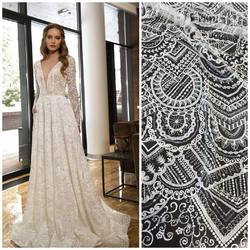 Geometryczna koronka kod:HT-89 zdobiona cekinami, występuje w kolorach białym i ivory🥰 zaprzaszamy na www.scarlett .pl 🛒  Inspiracją jest suknia Royaldi wedding dreses❤️#lace #lacedress #lacebridal #lacecouture #lacefabric #lacefabrics #wedding #weddingdress #weddinginspiration #bride #slub #koronkislubne #koronki #tkaninyslubne #hurtowniatkanin #scarlett #warszawa
